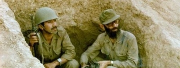 Ali_Khamenei_(right)_in_trench_during_Iran-Iraq_war