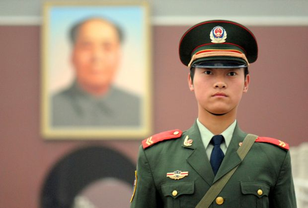 Chinese_soldier_on_Tienanmen_Square