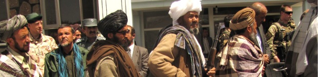 Former_Taliban_fighters_return_arms (1)